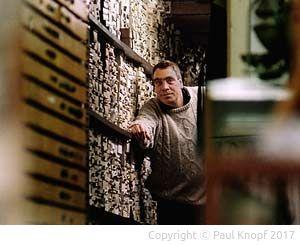 Schatzkammer und Fundgrube - Paul Knopf in seinem Laden
