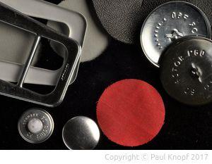 Einzelne Teile der Knopf- und Schnallenproduktion